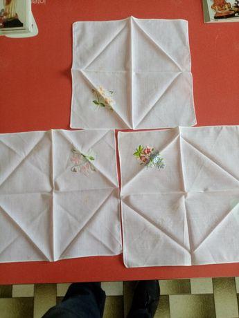 Conjunto de 3 lenços de senhora novos trabalhados à mão.