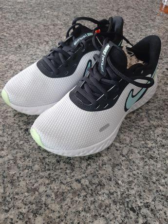 Nike Revolution Runing