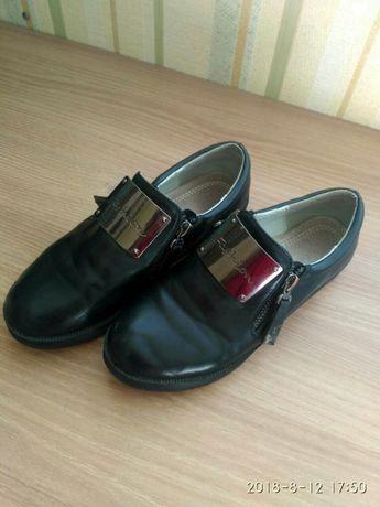 Туфли для девочки 35 размер, стелька 21.5 см. Туфлі, обув. Чорні