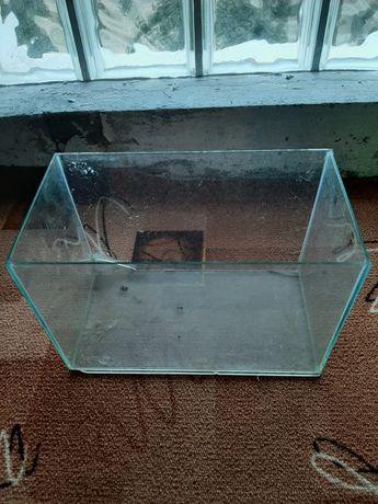 Małe akwarium prostokątne