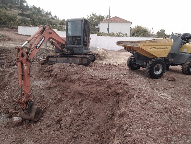 Excavações e demolições. mini giratoria. Landscaping and excavations