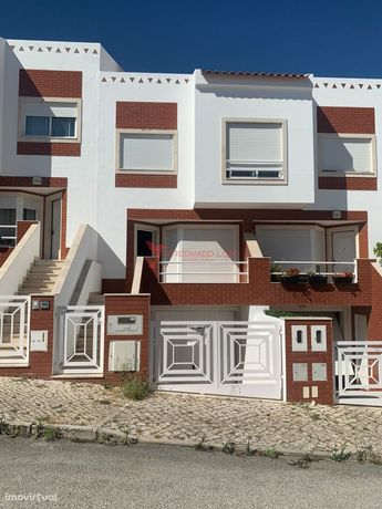 Moradia T3+1 com garagem e logradouro – Vale Flores, Almada – 265.000€
