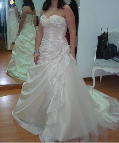 Vestido de Noiva estilo princesa-romântico