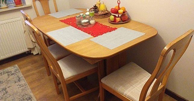 Stół  drewniany z 4 krzesłami
