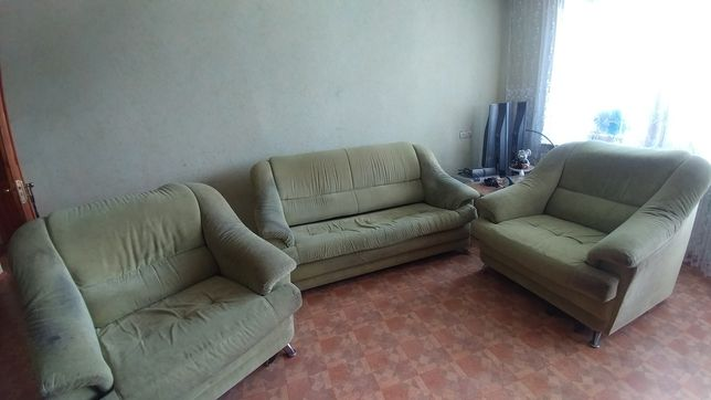 Продам комплект диван и два кресла