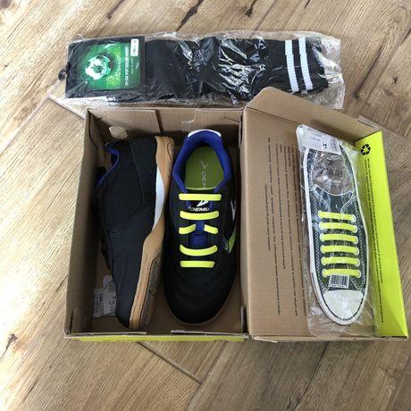 Футбольные кроссовки Demix бутсы, футзалы. Р 33 + гетры, шнурки