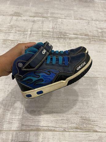 Ботинки хайтопы кроссовки Geox 30