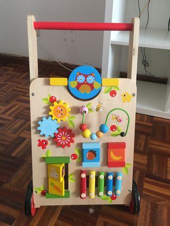 Brinquedo de  madeira (andarilho)