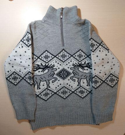 Продам зимний тёплый свитер на мальчика с оленями рост 122-128 6-8лет