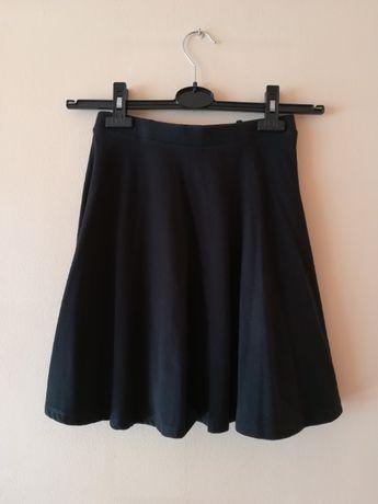czarna rozkloszowana krótka spódniczka bawełniana M