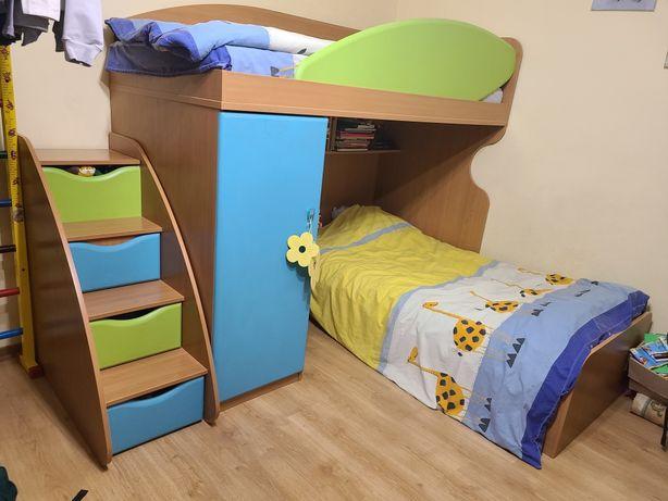 Продам кровать Снайт с лестницей, l-class