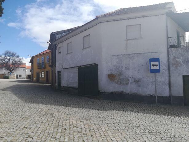 Casa no centro da aldeia de Barreira (Mêda - Guarda)