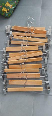 Wieszaki drewniane z klamerkami