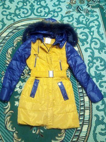 Пухова куртка.  зима осінь