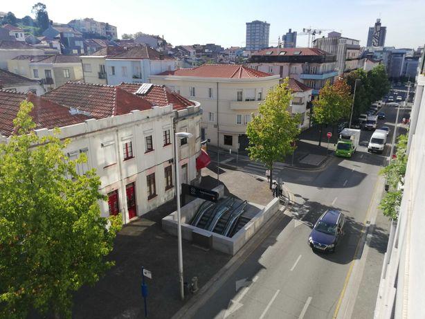 Aluga-se T1+1 no centro Porto