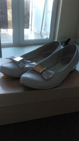 Buty białe, komunia
