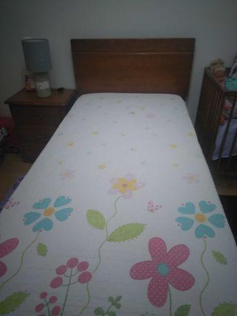 Cama de solteiro e cama de bebê