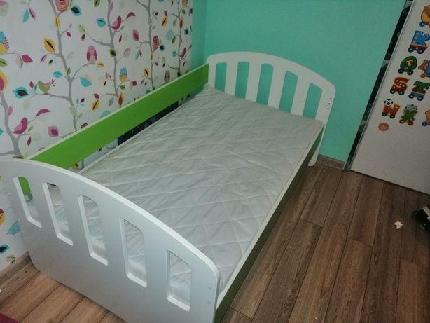 Łóżko dziecięce 140 x 82 z materacem jak nowe