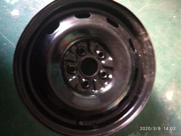 Продам диски металлические на Тойота Карина Е 450 грн