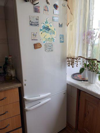 Холодильник двох камерний