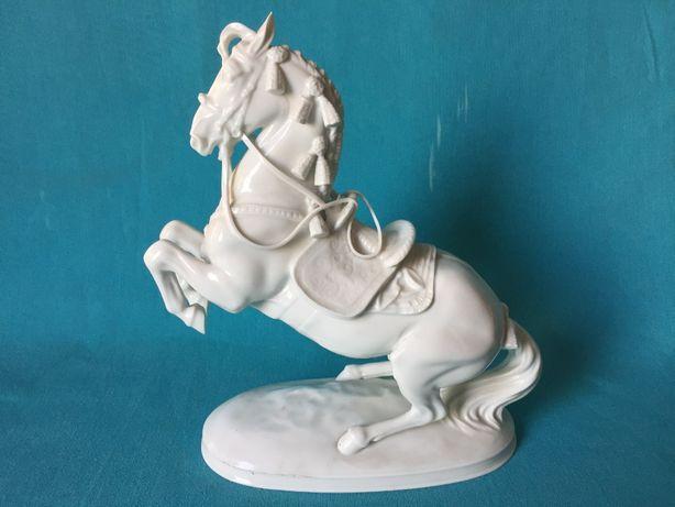 Estatueta Porcelana Augarten Wien Cavalo da Escola Equitação Espanhola