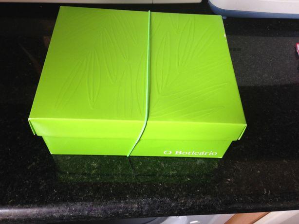 caixa de costura verde