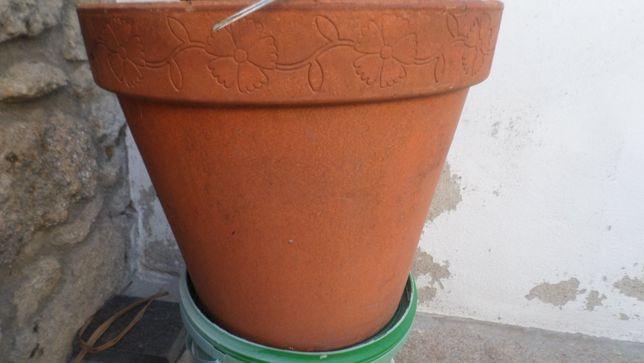 Vaso em barro  / 37cm diametro / 32 cm altura
