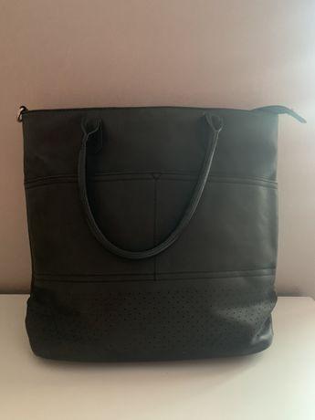 Duża czarna torba a4