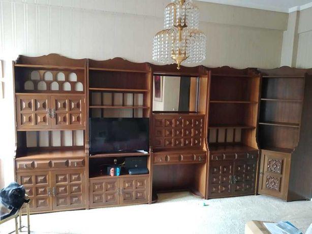 Móvel modular em madeira maciça