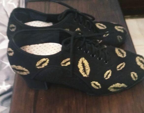 Взуття для танців (джазовки)
