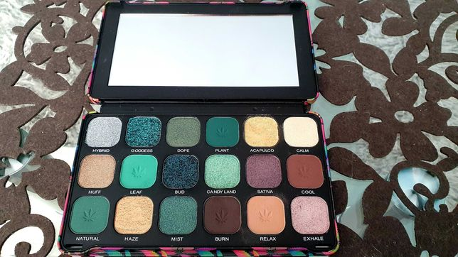 Makeup revolution Chilled with Cannabis paleta cieni