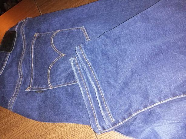 Spodnie damskie firmy Levis plus size