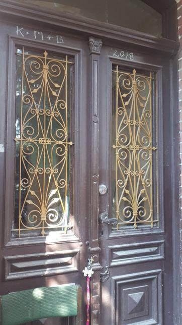 Dwuskrzydłowe drzwi wejściowe z ościeżnicą