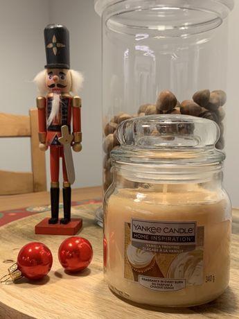 Yankee candle średnia świeca 340 g vanilla frosting na prezent nowa