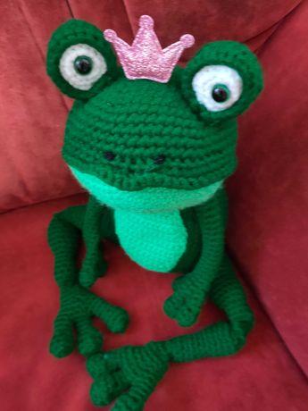 вязана іграшка жаба царівна або кавалер