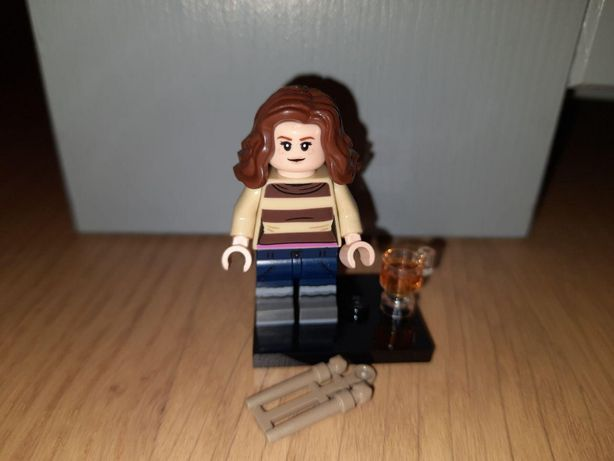 Lego Harry Potter minifigures Hermiona