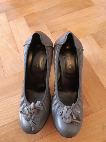 Niebiesko- szare pantofle ze skóry naturalnej.40.