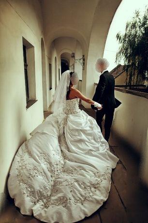 срочно Продам роскошное королевское свадебное платье,цену снизила
