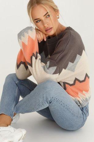 Яскравий триколірний светр Gepur