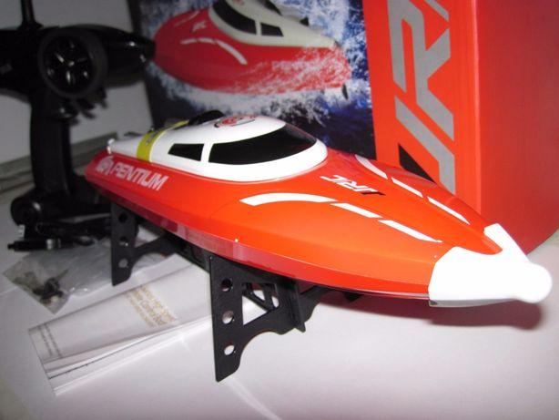 Катер JJ-RC-S1 радиоуправляемый, длина 36 см, скорость до 25 км/ч.