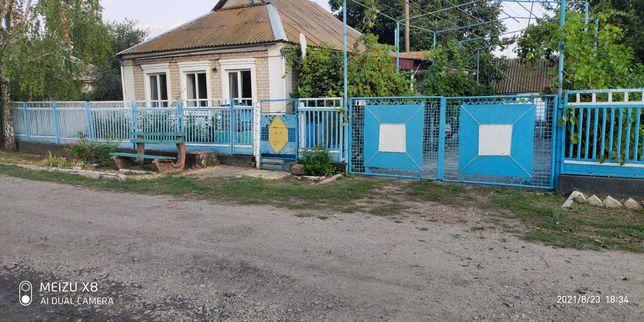Продам дом в центре с. Борисовка не далеко от Азовского моря