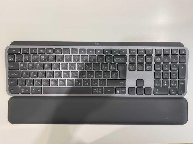 Logitech MX Keys + Palm Rest