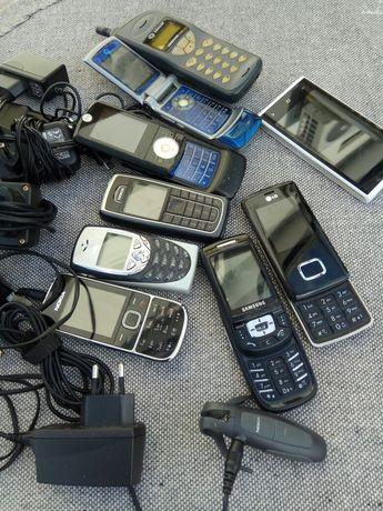 Lote de telemóveis antigos.