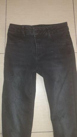 Продам джинсы  в отличном состоянии,  одели несколько раз  8-9 лет
