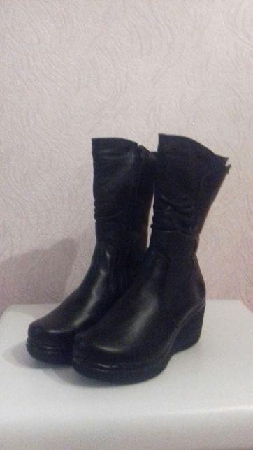 Продам зимові шкіряні жіночі чобітки розмір 41