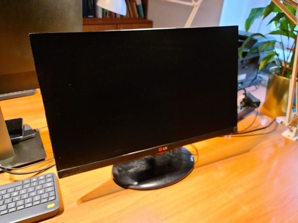 Monitor LG 53 cm szer. 32 cm wys.