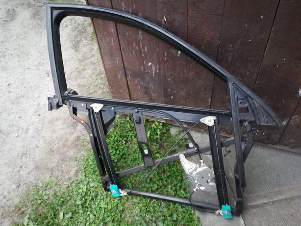Audi A6 C5 prawy przod szkielet drzwi