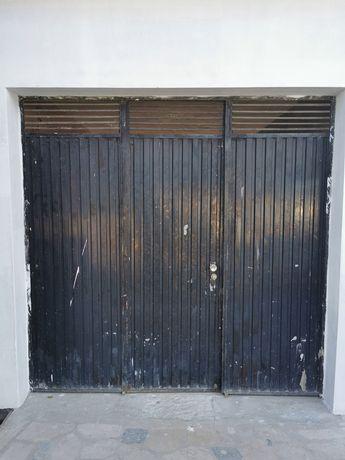 Portão de garagem em ferro usado em bom estado