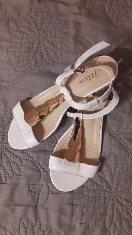 Обувь женская и мужская