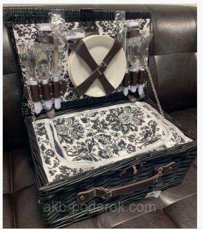 Корзина, набор для пикника из лозы на 4 персоны с термоотделом